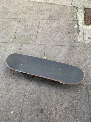 """Skate 8"""" (casi sin uso) vendo/cambio por longboard"""