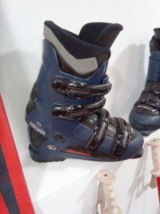 tablas y botas de esquí