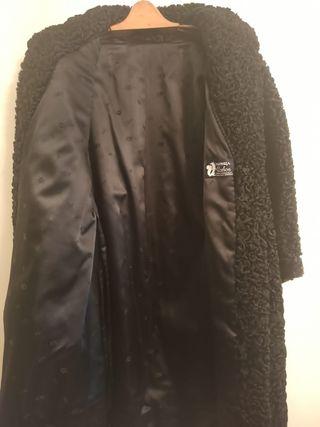 Abrigo vintage negro de astracan