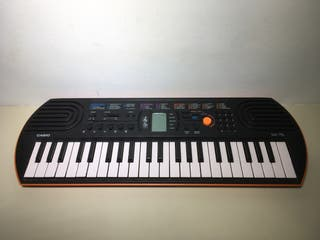 Teclado CASIO Electronic Keyboard SA-76