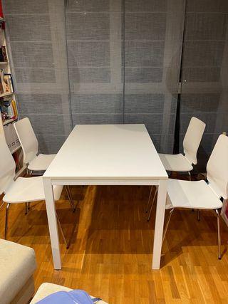 Conjunto mesas y silla de salón
