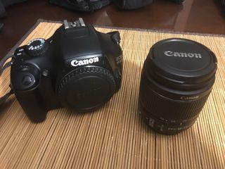 Canon EOS y objetivo 18-55mm