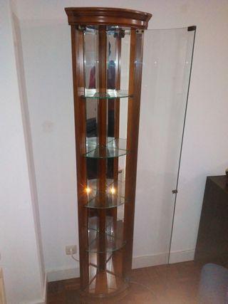 Esquinera de madera con cristal