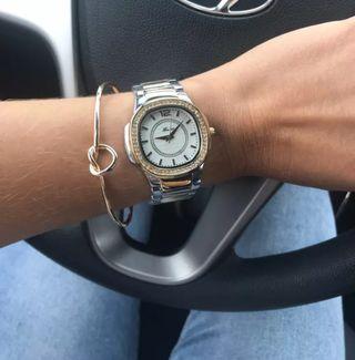 Reloj de mujer de cuarzo. Entrega en caja sin abri