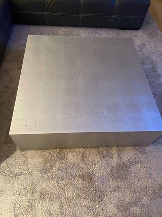 Mesa de centro lacada en pan de plata