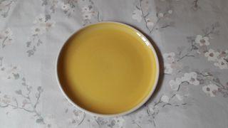 Plato amarillo cerámica Zara Home