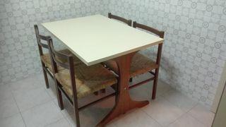 Mesa cocina y 4 sillas enea