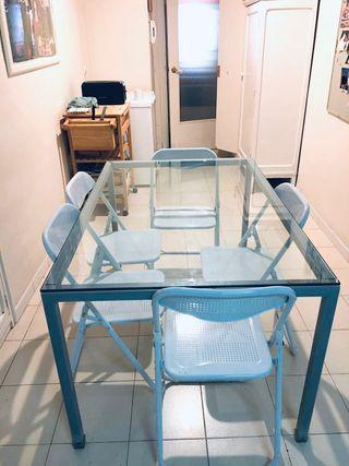 Mesa de cocina de cristal.