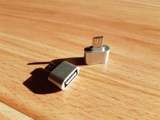 Adaptador otg de usb a micro usb.