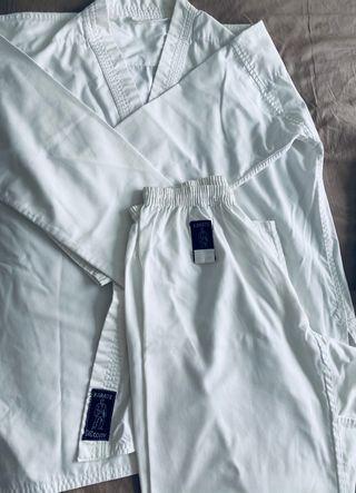 Kimonos karate + espinilleras+ cinturones