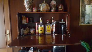 Mueble bar de madera nogal