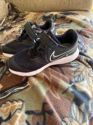 Zapatillas NIKE talla 28.5 para niñas o niños