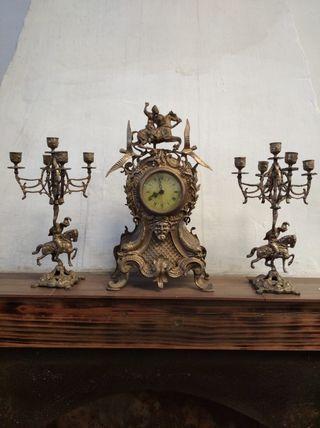 candelabros y relog de bronce