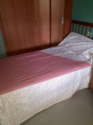 colcha de cama y cortinas
