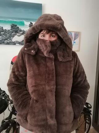 chaqueta de pelo marrón