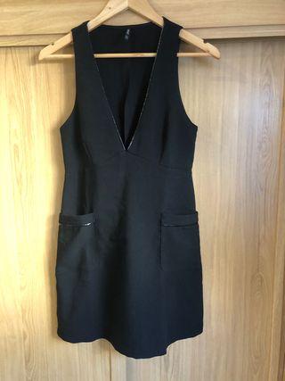 Vestido pichi negro Stradivarius S