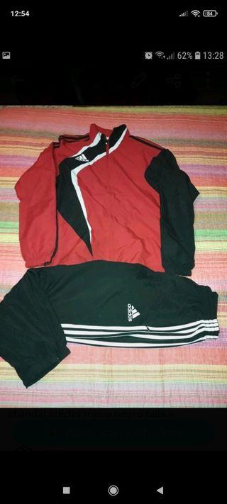 chándal Adidas rojo y negro