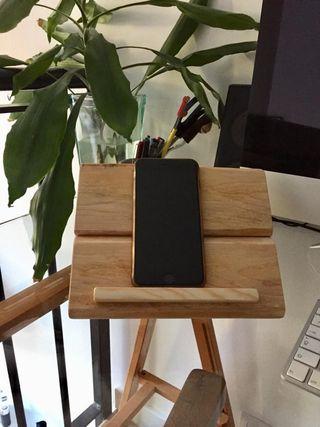 soporte tablet smartphone madera palet reciclada