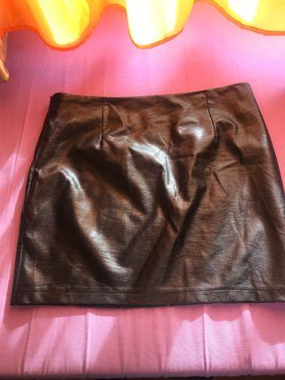 Minifalda negra cuero