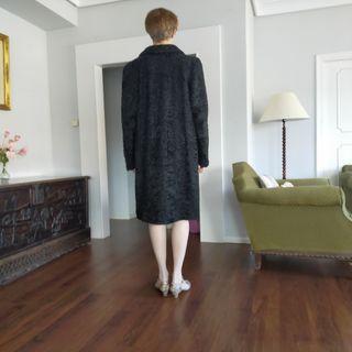 abrigo de astracán negro