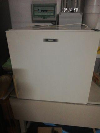 Congelador pequeño Zanussi