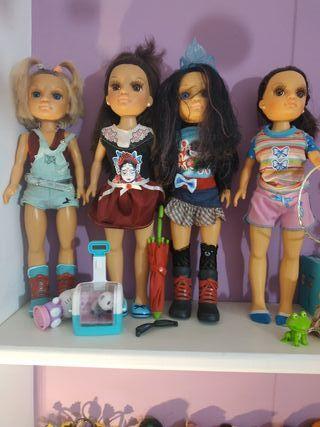 Nancy y armario Nancy con ropa para cambiarlas.