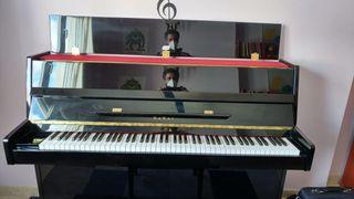Se vende piano KAWAI KX10 en muy buen estado.