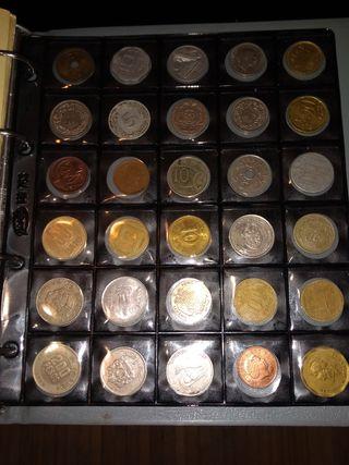 Colección de 180 monedas y album de 8 hojas