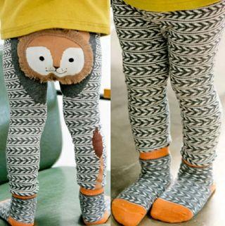conjunto bebe con calcetines antideslizantes