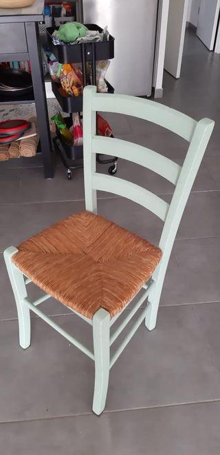 Conjunto de 4 sillas de madera y mimbre