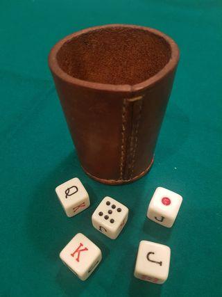 Cubilete de cuero y dados de Poker Americano