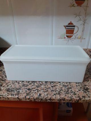 caja rectangular de tupperware