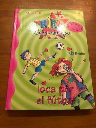 5 Kika Superbruja loca por el futbol