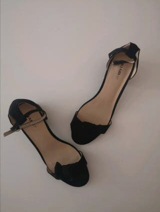 Sandalia negra de Kiabi