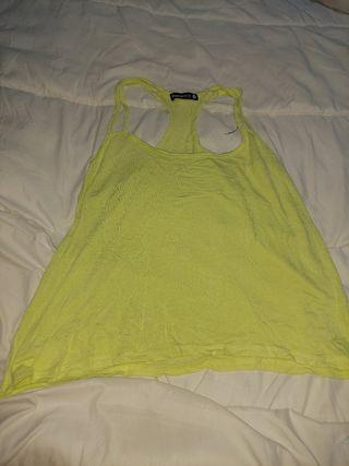 camiseta de tirantes amarillos