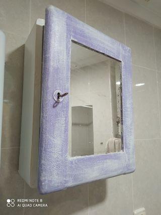 Armario de baño antigüo