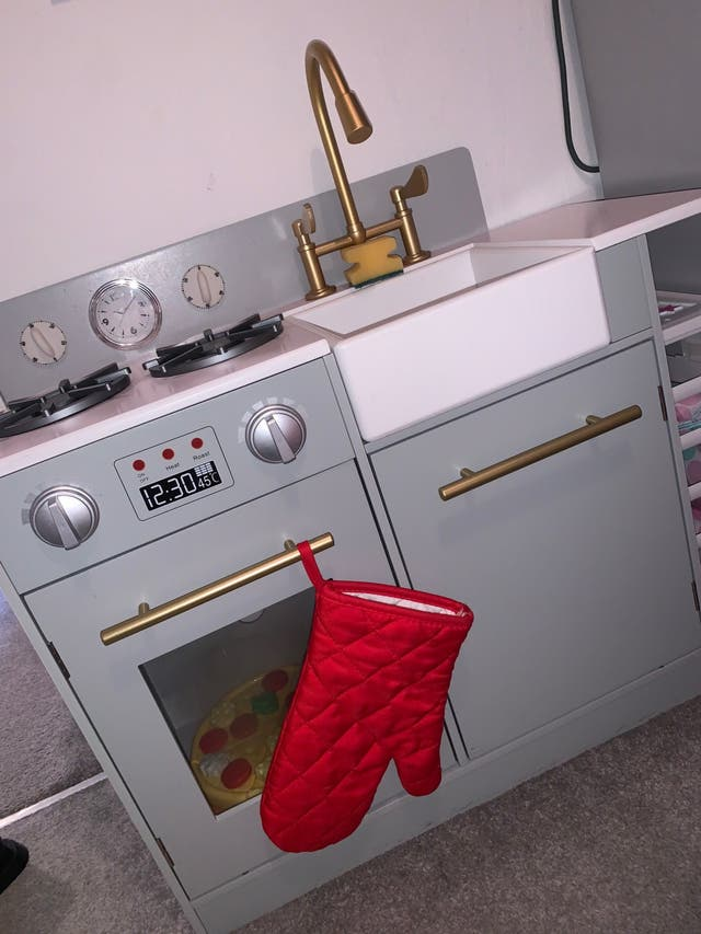 Play kitchen and accessories
