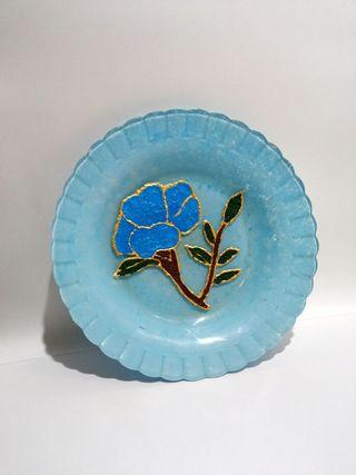 Plato decorativo azul pintado a mano
