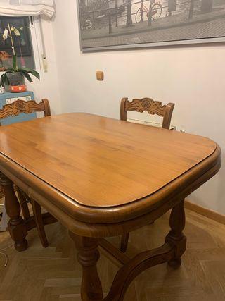 Mesa estilo rústico y sillas a juego