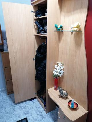 Mueble de recividor con armario y espejo