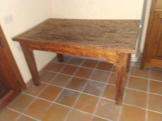 mesa de trabajo en cocina antigua