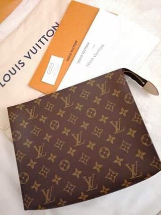 Louis Vuitton Toiletry 26