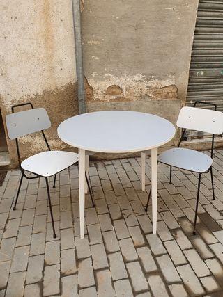 Mesa comedor/cocina + 2 sillas