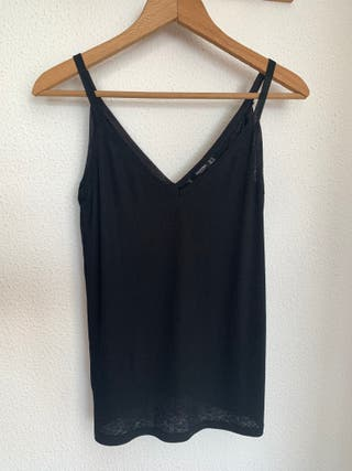 Camiseta de tirantes negra. Talla S