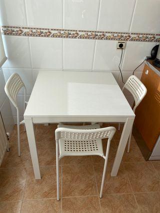 Mesa y sillas de cocina IKEA