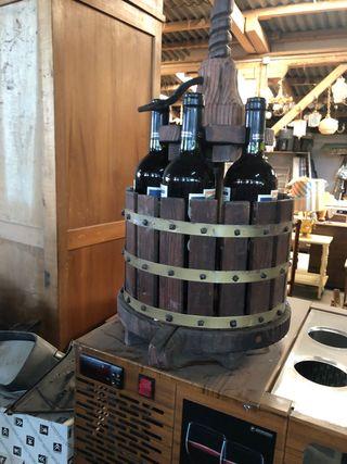 Espositor de vinos de madera