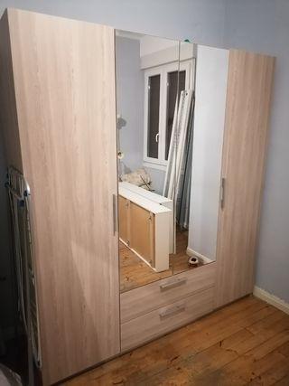 armario de 4 puertas casi nuevo