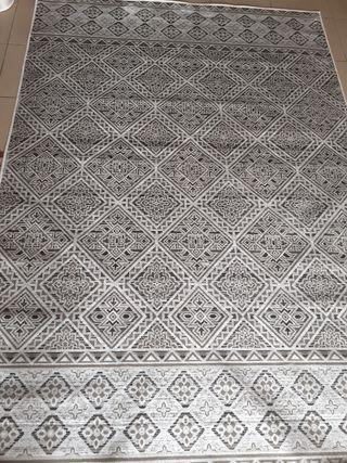 alfombra lujosa plata y blanca preciosa