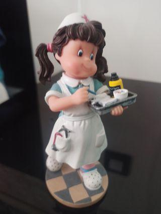 Figura ceramica colección enfermera