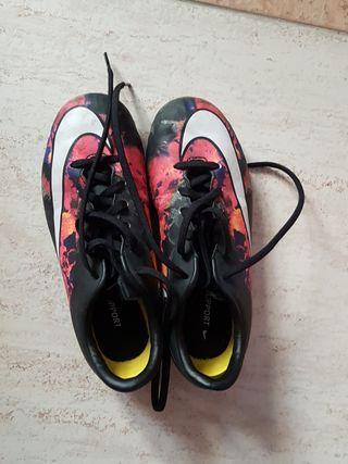 Zapatillas de fútbol talla 35.5